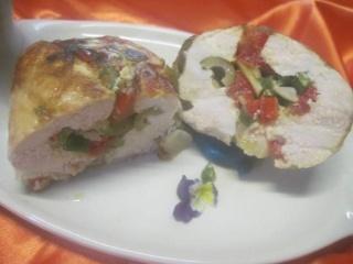 Escalopes de poulet garnies de légumes. photos. Escalo44