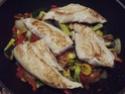 Aiguillettes de poulet aux trois légumes.photos. 11159910