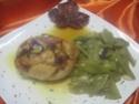 Escalopes de poulet garnies de légumes. photos. Escalo58