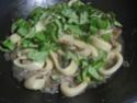 Anneaux de calamar aux champignons pleurote.basilic. photos. Img_6565
