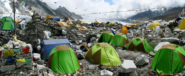 L'Everest, poubelle géante en haute altitude ! 64790810