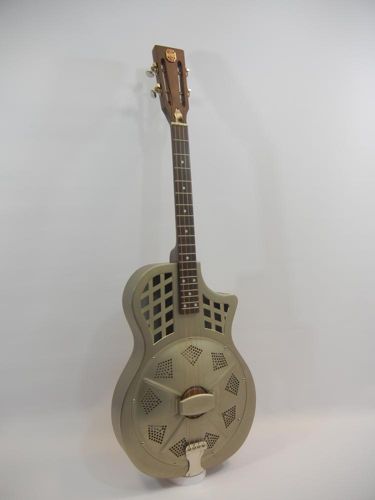 Republic Guitars, vous connaissez ?  Dscn2810