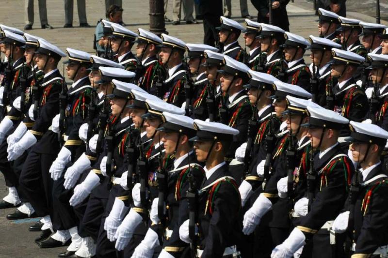 la marine recrute 500 fusiliers marins Defile11