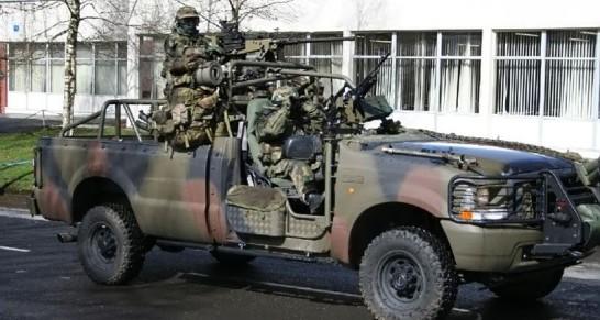 L'armée Francaise remplace ses 4X4 Peugeot par du Ford. Fordf-10