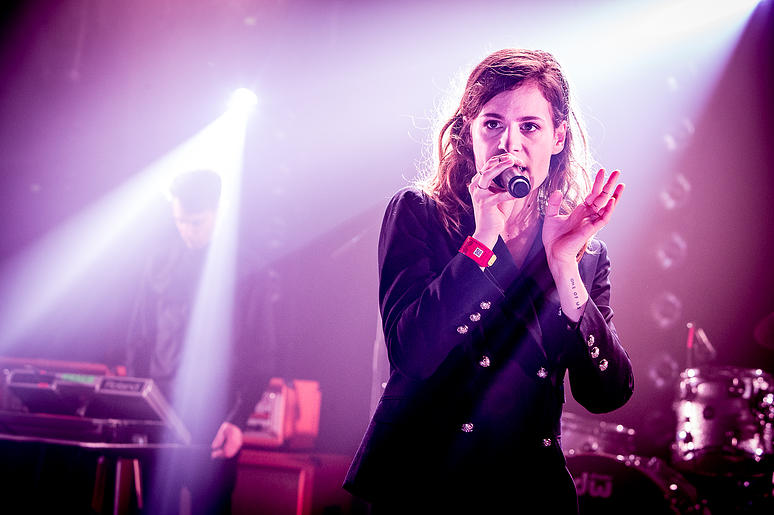 CHRISTINE & THE QUEENS - Queen of Pop. - Page 6 59888b10