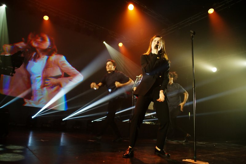CHRISTINE & THE QUEENS - Queen of Pop. - Page 7 8a777510