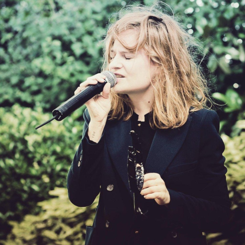 CHRISTINE & THE QUEENS - Queen of Pop. - Page 6 B6bhbb10
