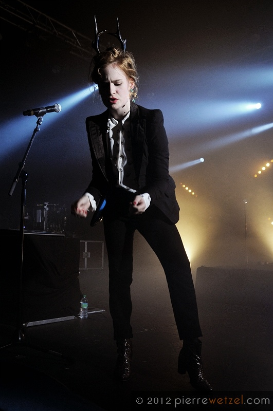 CHRISTINE & THE QUEENS - Queen of Pop. - Page 7 Christ35
