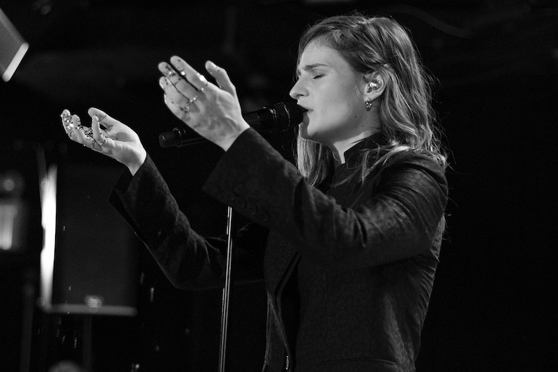 CHRISTINE & THE QUEENS - Queen of Pop. - Page 6 Christ46