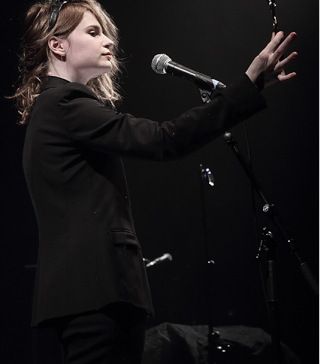 CHRISTINE & THE QUEENS - Queen of Pop. - Page 6 Hther10