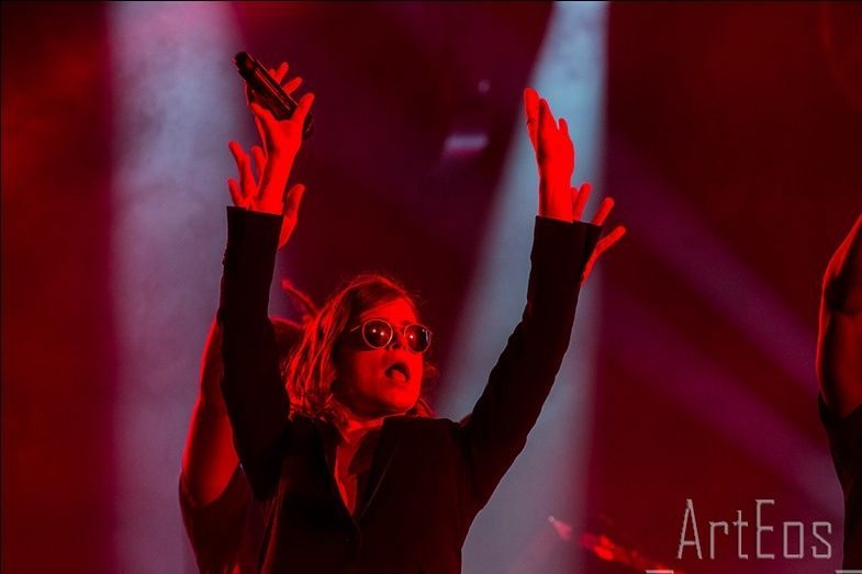 CHRISTINE & THE QUEENS - Queen of Pop. - Page 7 Ioiuel10
