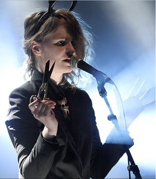 CHRISTINE & THE QUEENS - Queen of Pop. - Page 6 Jkuky10