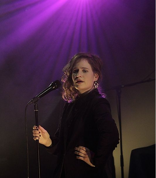 CHRISTINE & THE QUEENS - Queen of Pop. - Page 7 Loi10