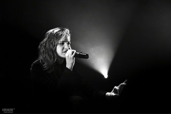 CHRISTINE & THE QUEENS - Queen of Pop. - Page 7 Miom10