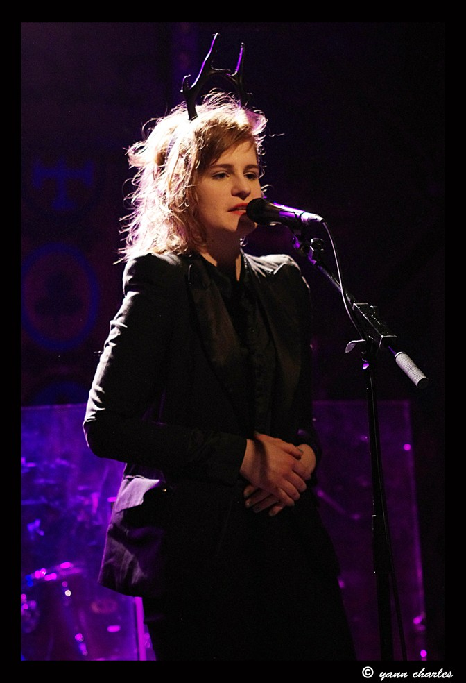 CHRISTINE & THE QUEENS - Queen of Pop. - Page 7 Rese10