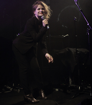 CHRISTINE & THE QUEENS - Queen of Pop. - Page 6 Rthjy10