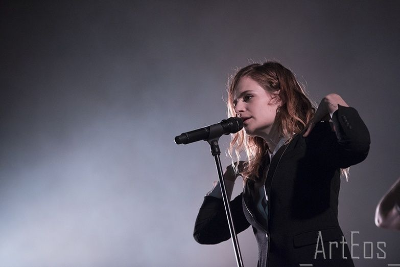 CHRISTINE & THE QUEENS - Queen of Pop. - Page 7 Rthtrh10