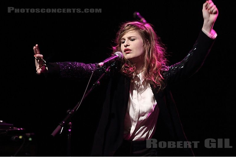 CHRISTINE & THE QUEENS - Queen of Pop. - Page 7 Tuk11