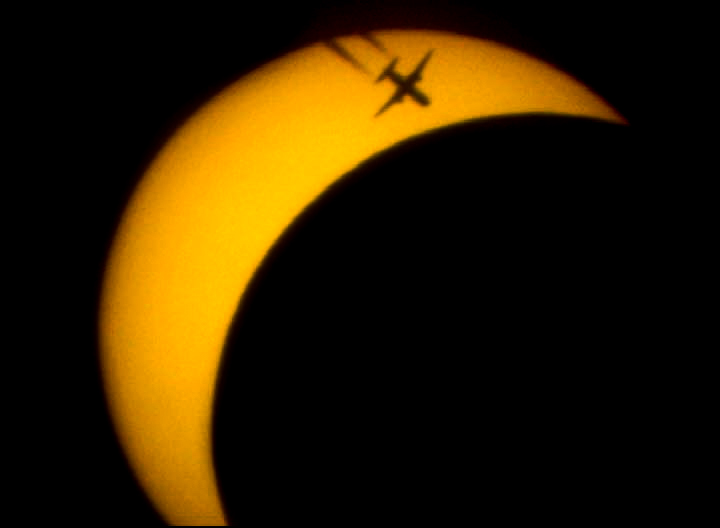 Eclipse de soleil partielle du 20 mars 2015  Avion10