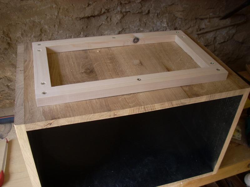 Une table de nuit hexaèdres - Page 2 Dscn2717