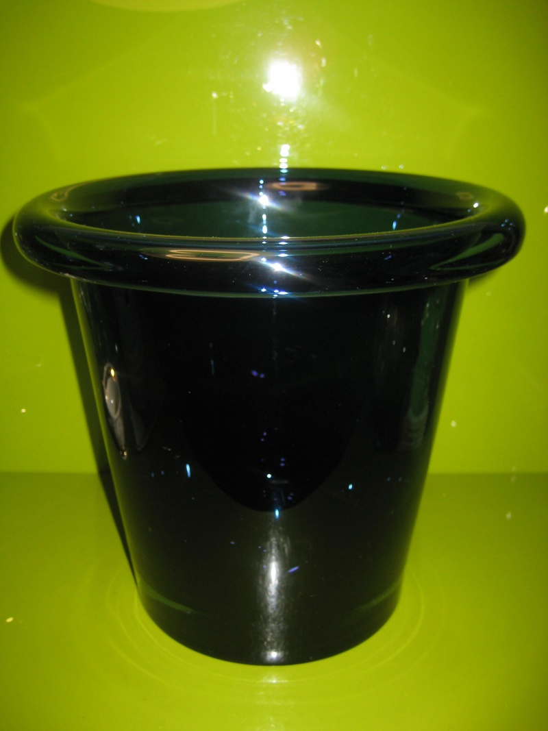 Large Heavy Folded Rim Ice / Champagne Bucket Cased Indigo Unsigned 00212