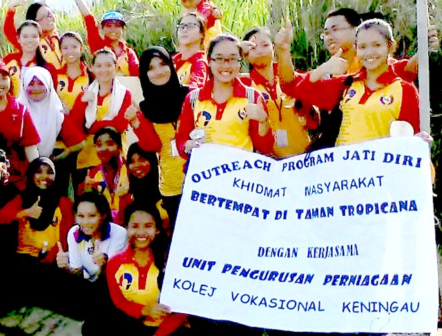 Pelajar Vokasional Keningau bersihkan taman kita -22april2015 2015-010