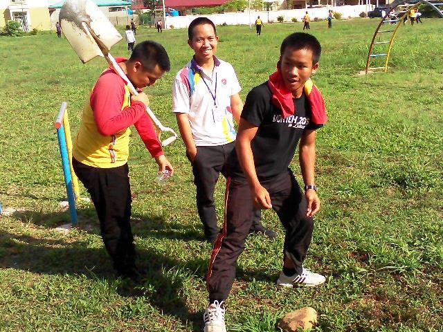 Pelajar Vokasional Keningau bersihkan taman kita -22april2015 Photo_39