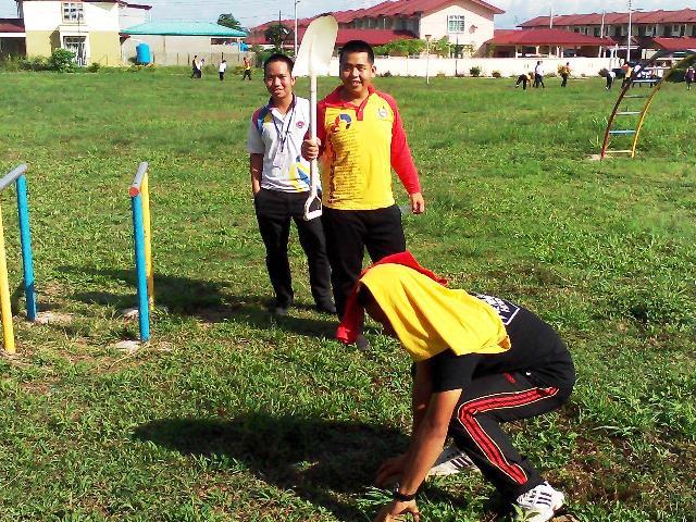 Pelajar Vokasional Keningau bersihkan taman kita -22april2015 Photo_41