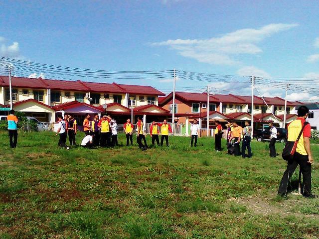 Pelajar Vokasional Keningau bersihkan taman kita -22april2015 Photo_44