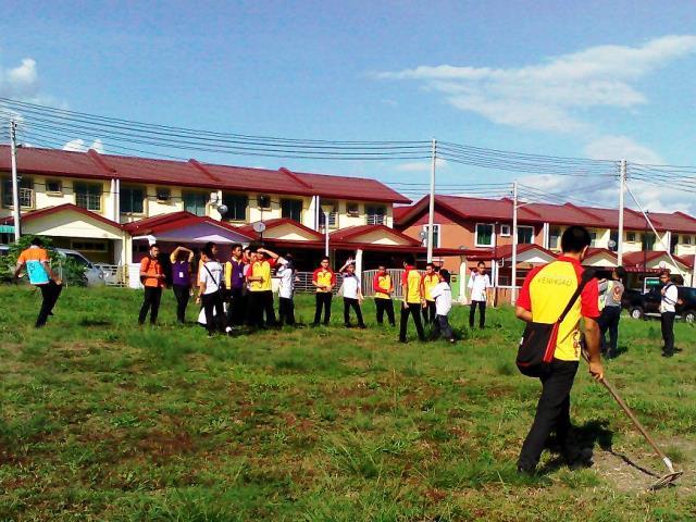 Pelajar Vokasional Keningau bersihkan taman kita -22april2015 Photo_45