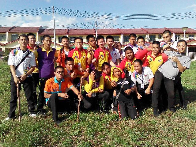 Pelajar Vokasional Keningau bersihkan taman kita -22april2015 Photo_46
