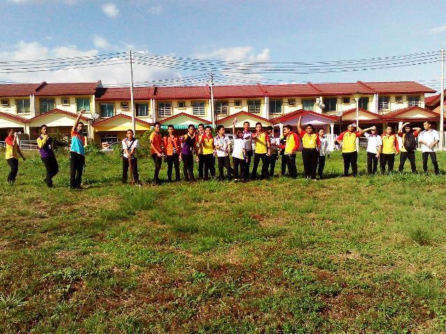 Pelajar Vokasional Keningau bersihkan taman kita -22april2015 Photo_47