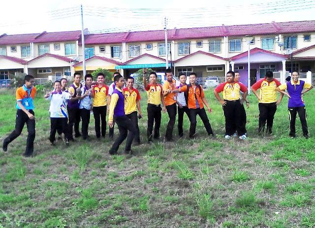Pelajar Vokasional Keningau bersihkan taman kita -22april2015 Photo_51