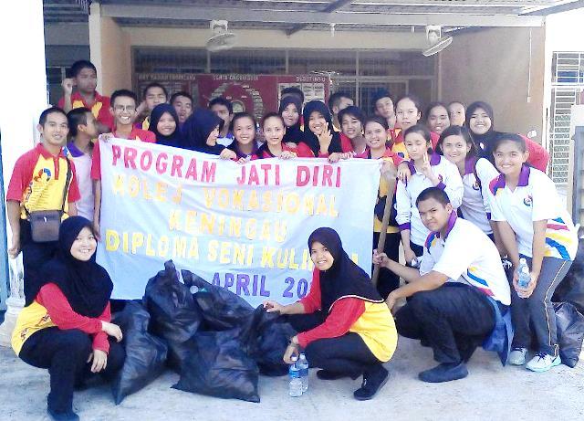Pelajar Vokasional Keningau bersihkan taman kita -22april2015 Photo_52