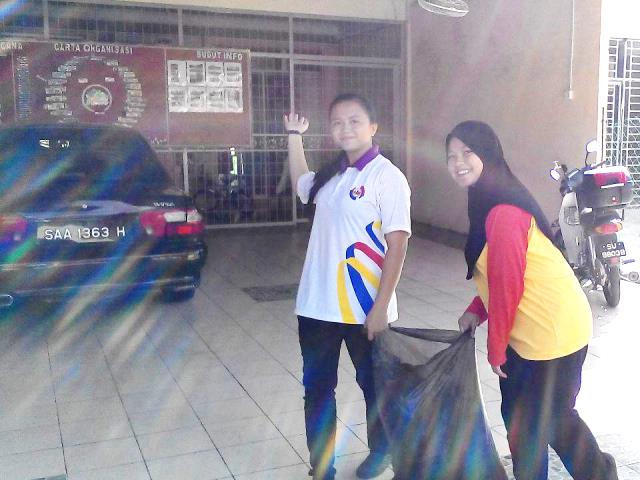 Pelajar Vokasional Keningau bersihkan taman kita -22april2015 Photo_53