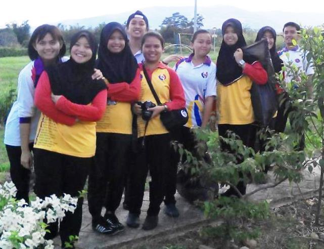 Pelajar Vokasional Keningau bersihkan taman kita -22april2015 - Page 2 Photo_64