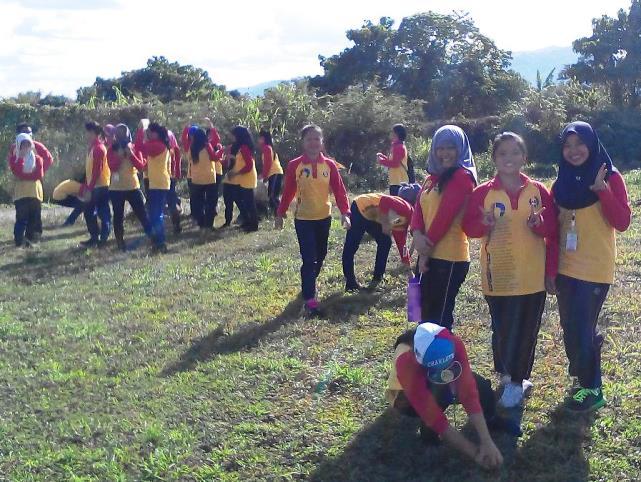 Pelajar Vokasional Keningau bersihkan taman kita -22april2015 - Page 2 Photo_68
