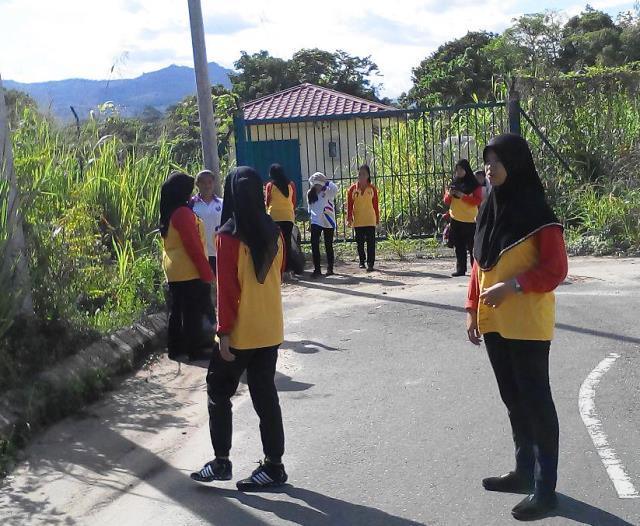 Pelajar Vokasional Keningau bersihkan taman kita -22april2015 - Page 2 Photo_69