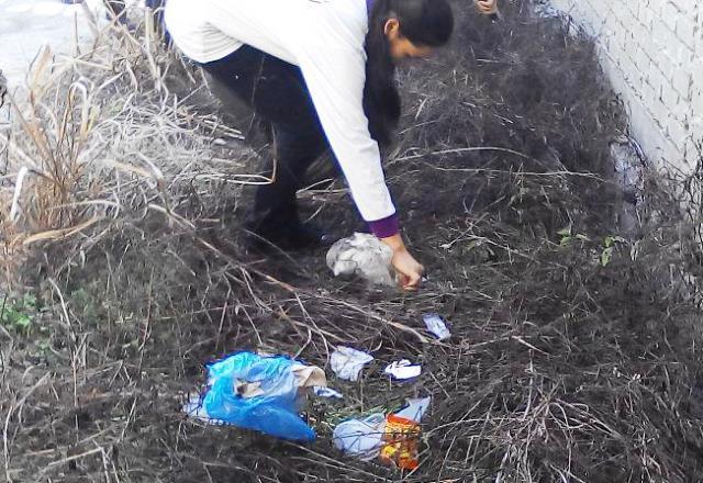 Pelajar Vokasional Keningau bersihkan taman kita -22april2015 - Page 2 Photo_74