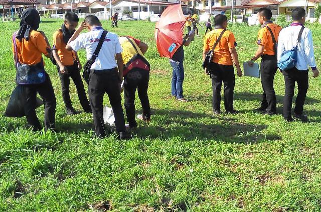 Pelajar Vokasional Keningau bersihkan taman kita -22april2015 - Page 2 Photo_75
