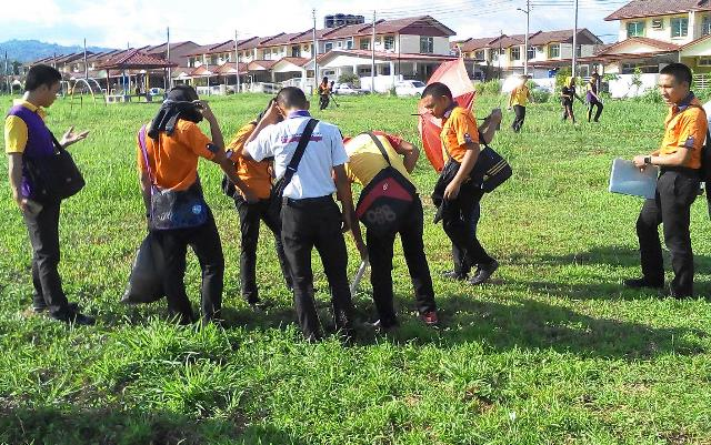 Pelajar Vokasional Keningau bersihkan taman kita -22april2015 - Page 2 Photo_77