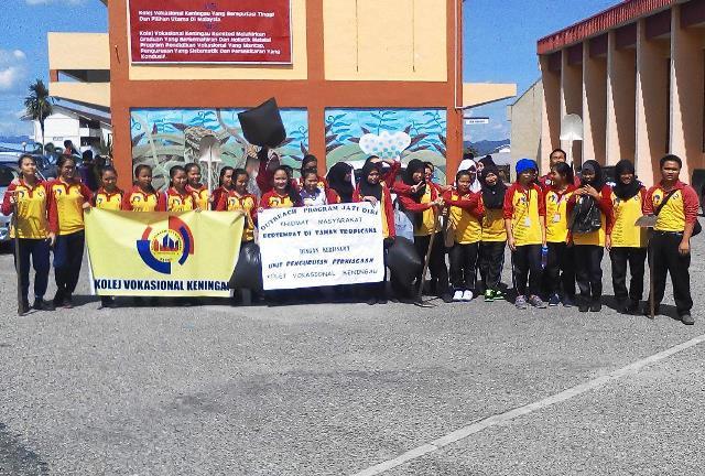 Pelajar Vokasional Keningau bersihkan taman kita -22april2015 - Page 2 Photo_79