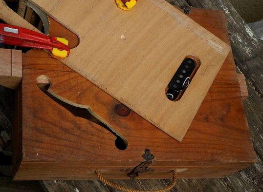 Wine Box Guitar challenger in Bordeaux Defonc10