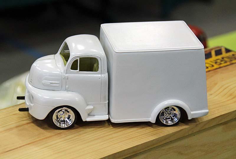 """FORD 1948 COE """"box van"""" : Terminé !!!! Img_3913"""