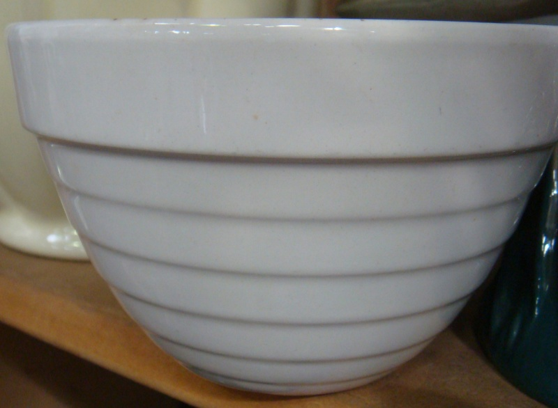 An unusual 706/1 Beehive mixing bowl Dsc05619