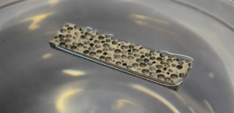Des chercheurs américains créent un métal qui flotte. 13991510