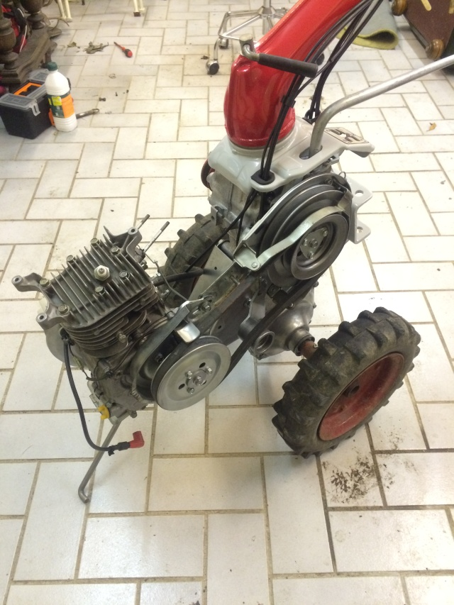 restauration - Restauration motoculteur (Honda F600) - Page 3 Img_2439