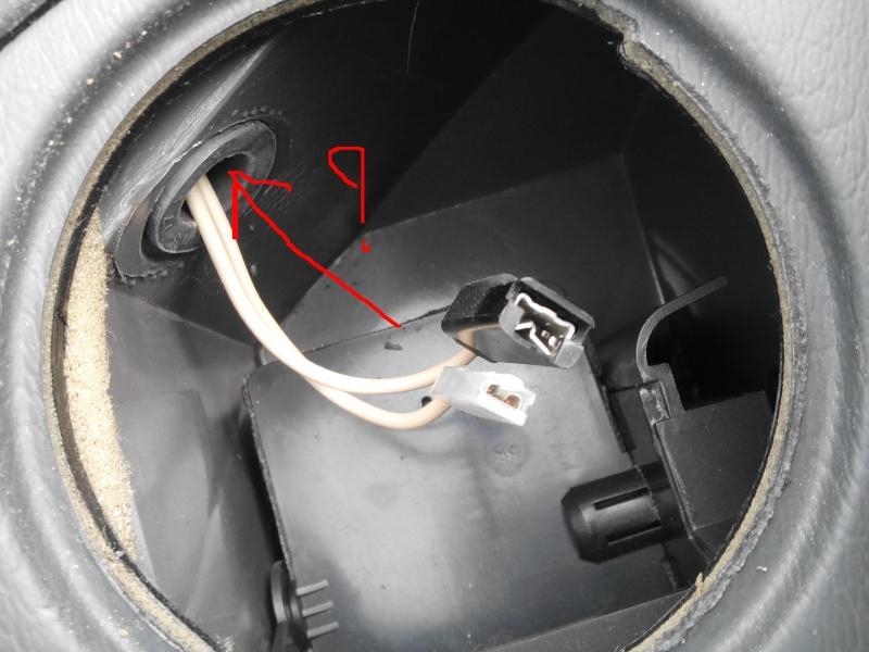 [Renault 25 TS 1989] Accès aux fils des HP du tableau de bord Img_2010