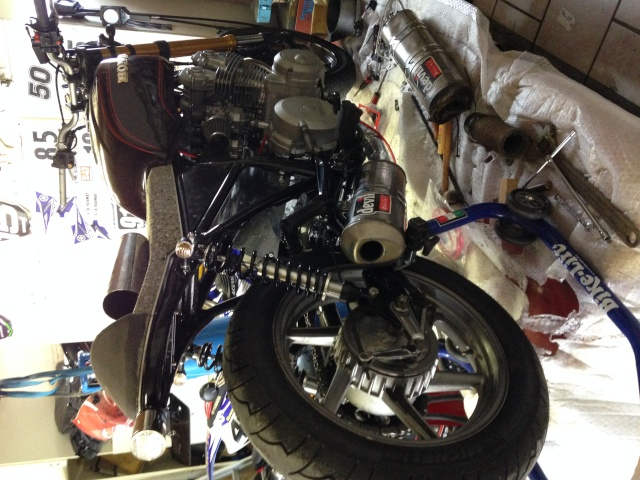 CB 750 1979, objectif Cafe Racer - Page 3 Img_0111