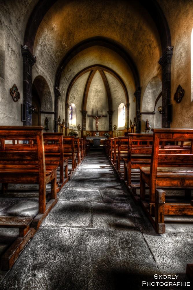 A l'intérieur d'une église (Costaros) Eglise10